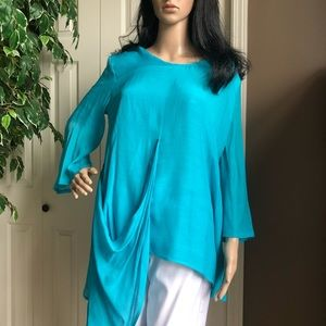 Two Women And A Trunk Turquoise Tunic Top